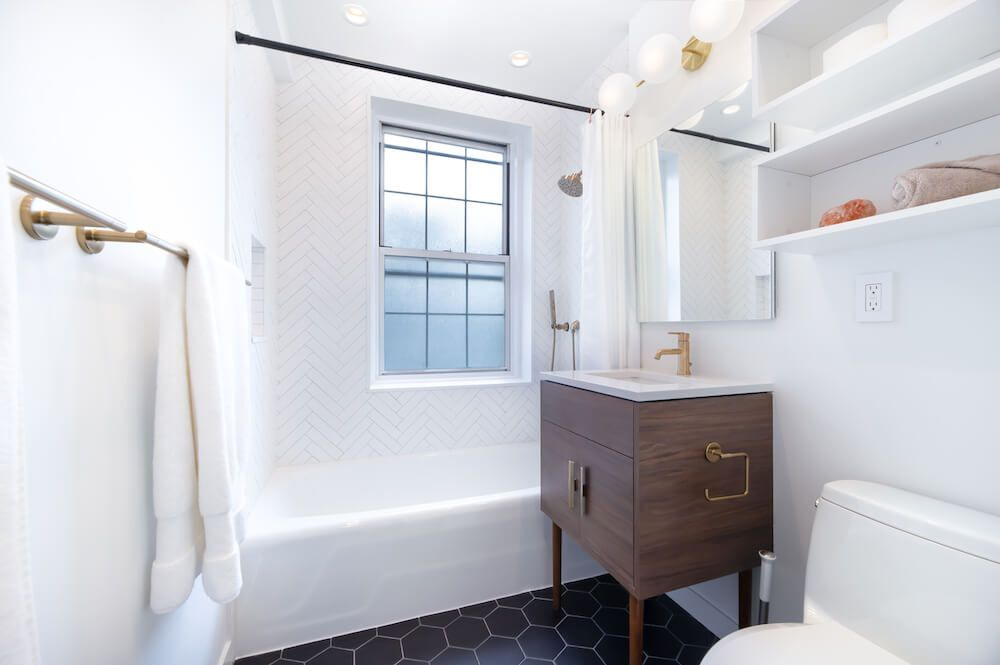 Bathroom Redone In Three Weeks Renovation Startup Uses Digital Innovation To Make It Possible Stylish Bathroom Bathroom Renovation Trends Bathroom Trends
