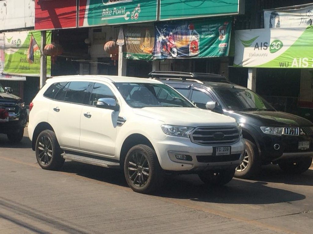 2019 Ford Endeavour Facelift Spied Sans Camouflage Ford