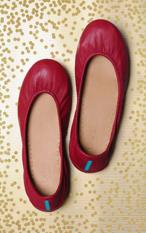 Tieks by Gavrieli is a ballet flat company taking women's feet to a new level of comfort. I had seen a few of the YouTubers I watch talk about them a year or so ago, and was immediately intrigued. The idea of a super comfy ballet flat was like music to my ears.