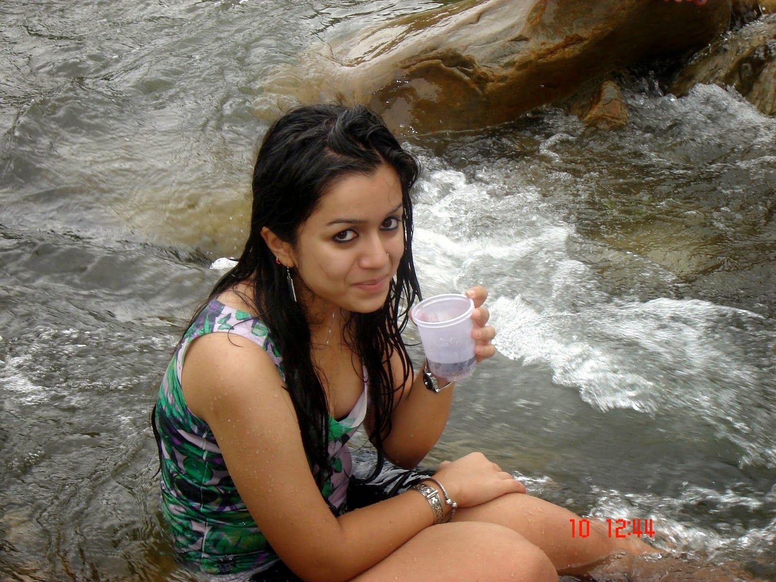 Indian Hot Tourist Girls Group Bathing In River Photos | Indian bikini,  Bathing, Bath girls