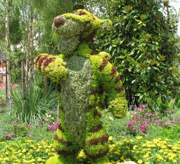35 gartenskulpturen von comicfiguren und kunstvolle for Buchsbaum garten gestalten