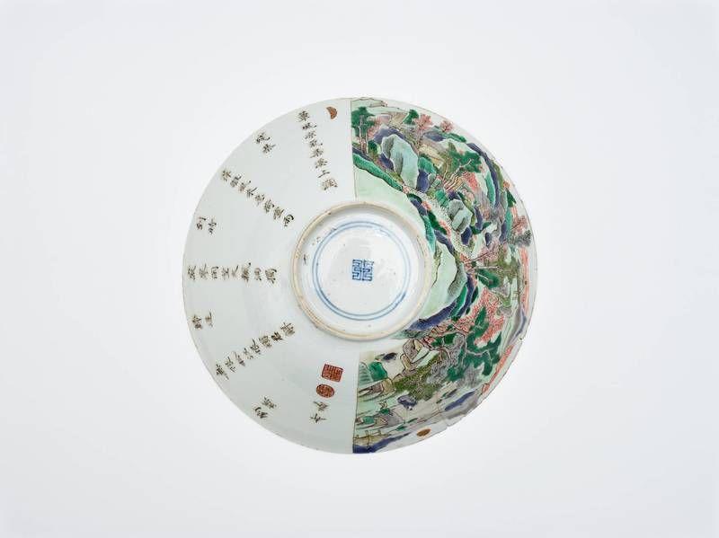 Schüssel mit Bodenmarke fu (für kaiserliche Rechtsprechung) im Doppelkreis - Anonym - China, 1662 bis 1722 - Periode Kangxi (1662–1722) - Porzellan mit Bemalung in Kobaltblau unter und in den Emailfarben der Grünen Familie und Gold auf der Glasur - 7.9 cm - Schenkung / Donation (1948) © MAK