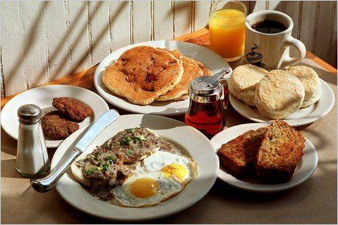 Sabías que las personas que desayunan diariamente tienen un metabolismo mas acelarado frente a quienes no desayunan? Cuando tienes acelarado el metabolismo, eres propenso a adelgazar si asi te lo propones. El desayuno es la comida MAS importante del dia.