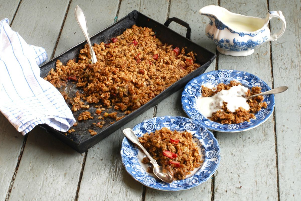 Rhubarb Cinnamon Crumble SWANK NOTE: Omit coconut oil (not allowed on Swank diet). Use almond, cashew, or other nondairy milk.