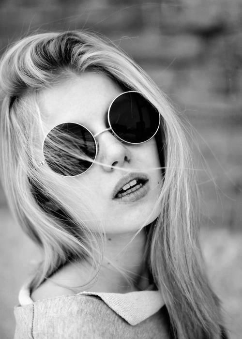 garotas tumblr preto e branco - Pesquisa Google Óculos Redondo Preto, Óculos  Redondos, Oculos c999e68837