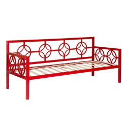 This versatile daybed features a classic design that fits in perfectly with any decor.