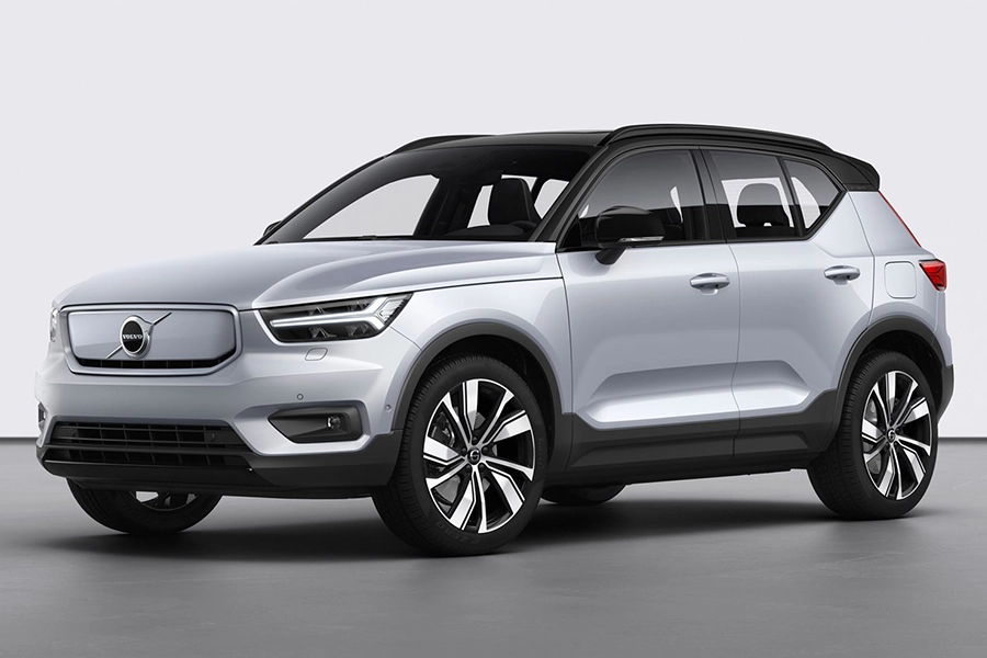 Volvo Electrifies The 2020 Xc40 Recharge Suv Man Of Many In 2020 Volvo All Electric Cars Electric Cars