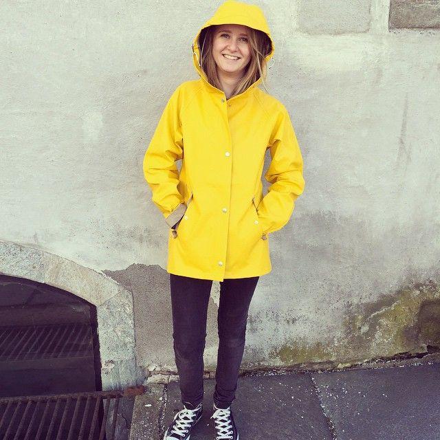 didriksons ester gelb damen regenjacke friesennerz yellow raincoat pvc raincoat pinterest. Black Bedroom Furniture Sets. Home Design Ideas
