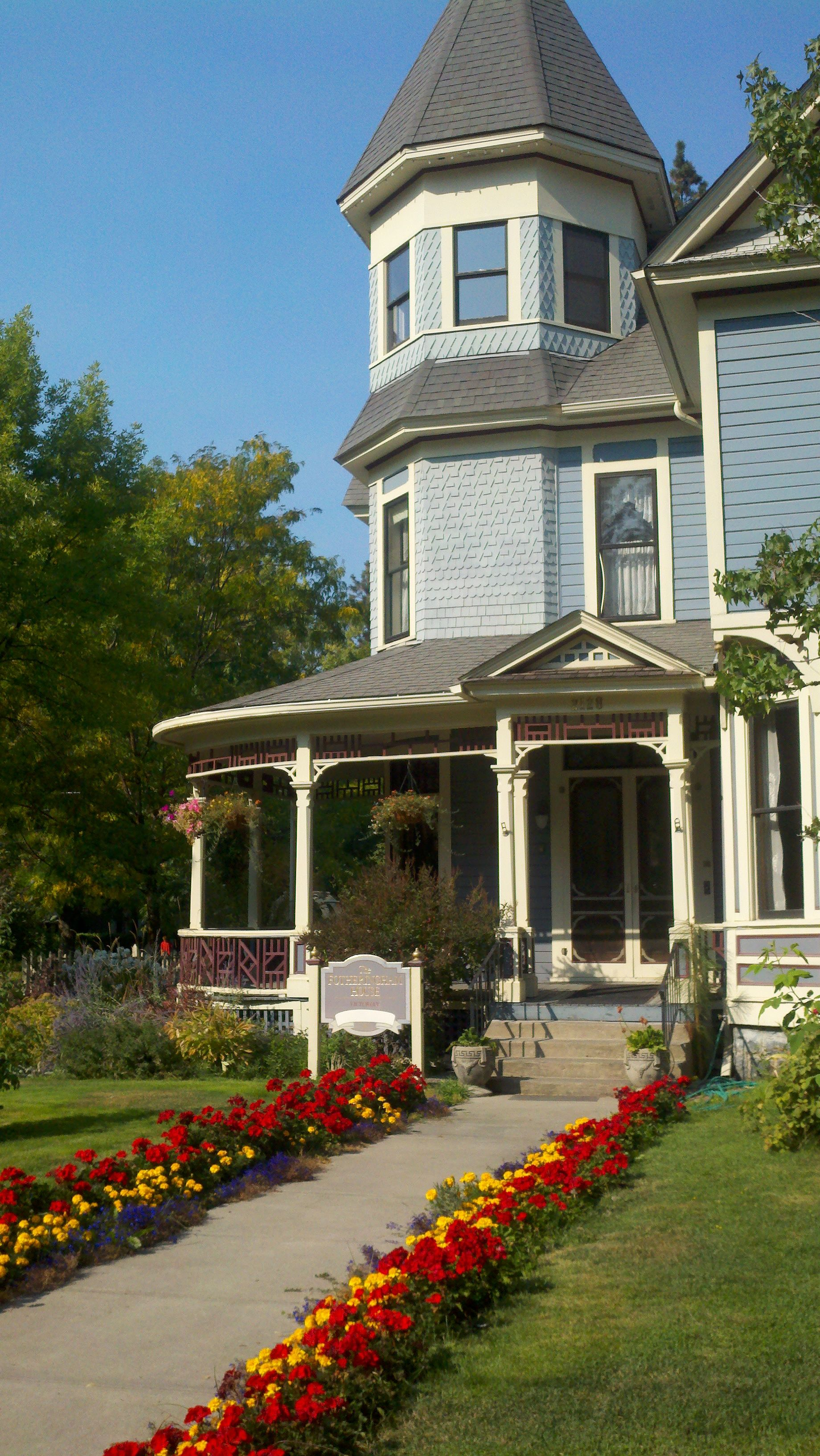 This Victorian Style Abode In Browne S Addition Was Home To David Fotheringham Spokane S 8th Ci Victorian Homes Exterior Victorian Style Homes Victorian Homes