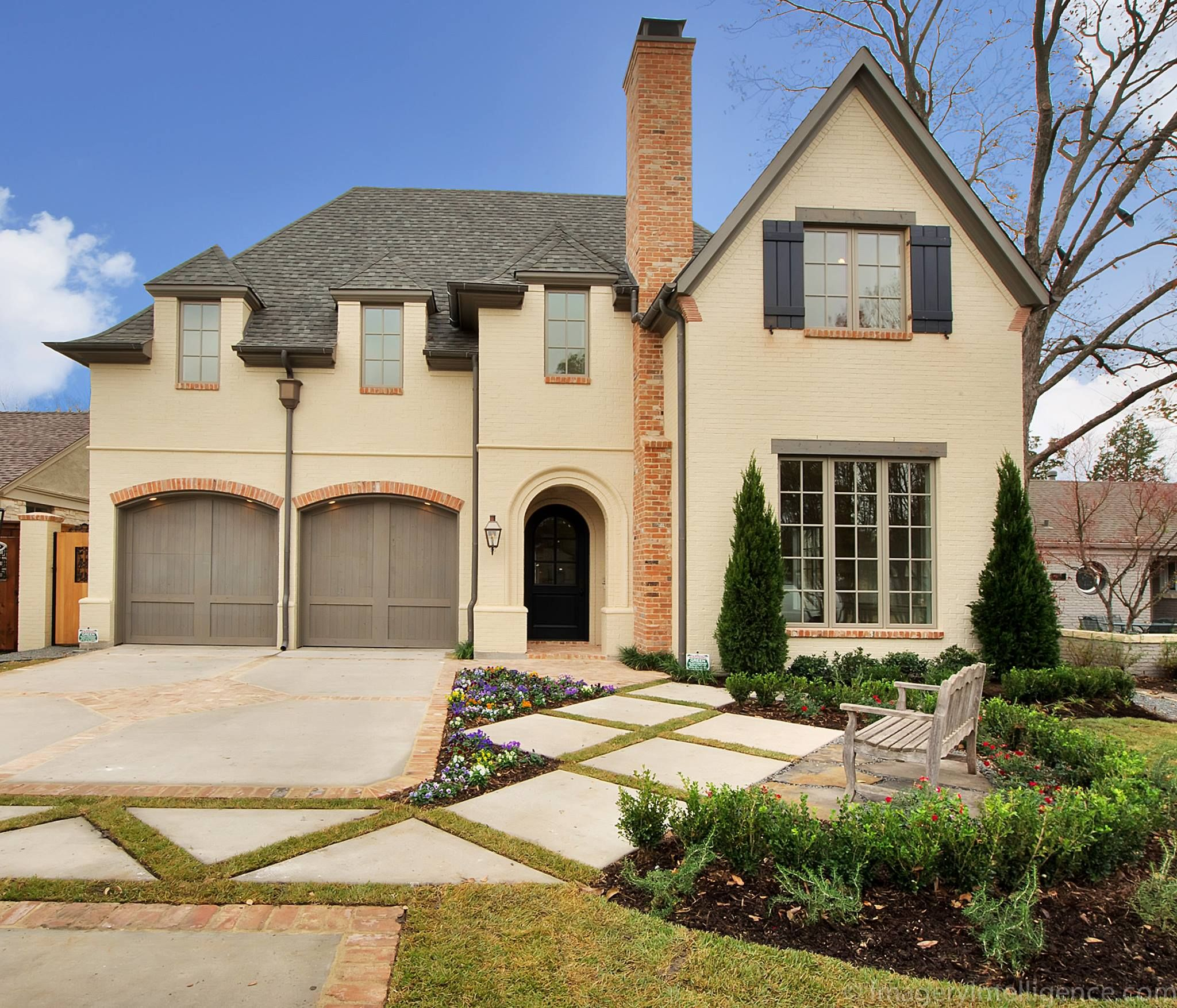 Drive Entry zone Beautiful homes, Curb appeal, Bevolo