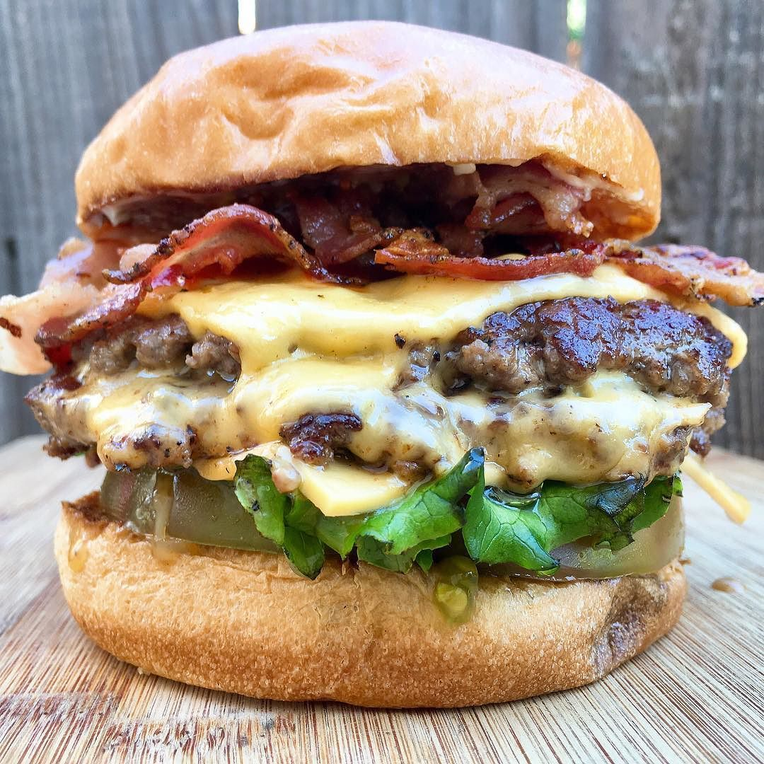 I Get To Judge Of The Sacbaconfest 86 D Head To Head Chef Competition Empresstavern Next Month Let S All Hang Out And Eat Burgers And Bacon Ti Med Billeder Burger Fest