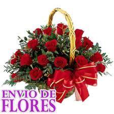 canasta flores rosas