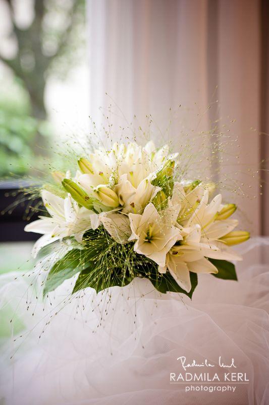 white summer or spring wedding flower lily by c radmila kerl wedding photography munich wei er. Black Bedroom Furniture Sets. Home Design Ideas