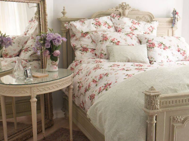 Rachel Ashwell Shabby Chic Couture Bedding - via Shabby Chic - schlafzimmer im shabby chic wohnstil