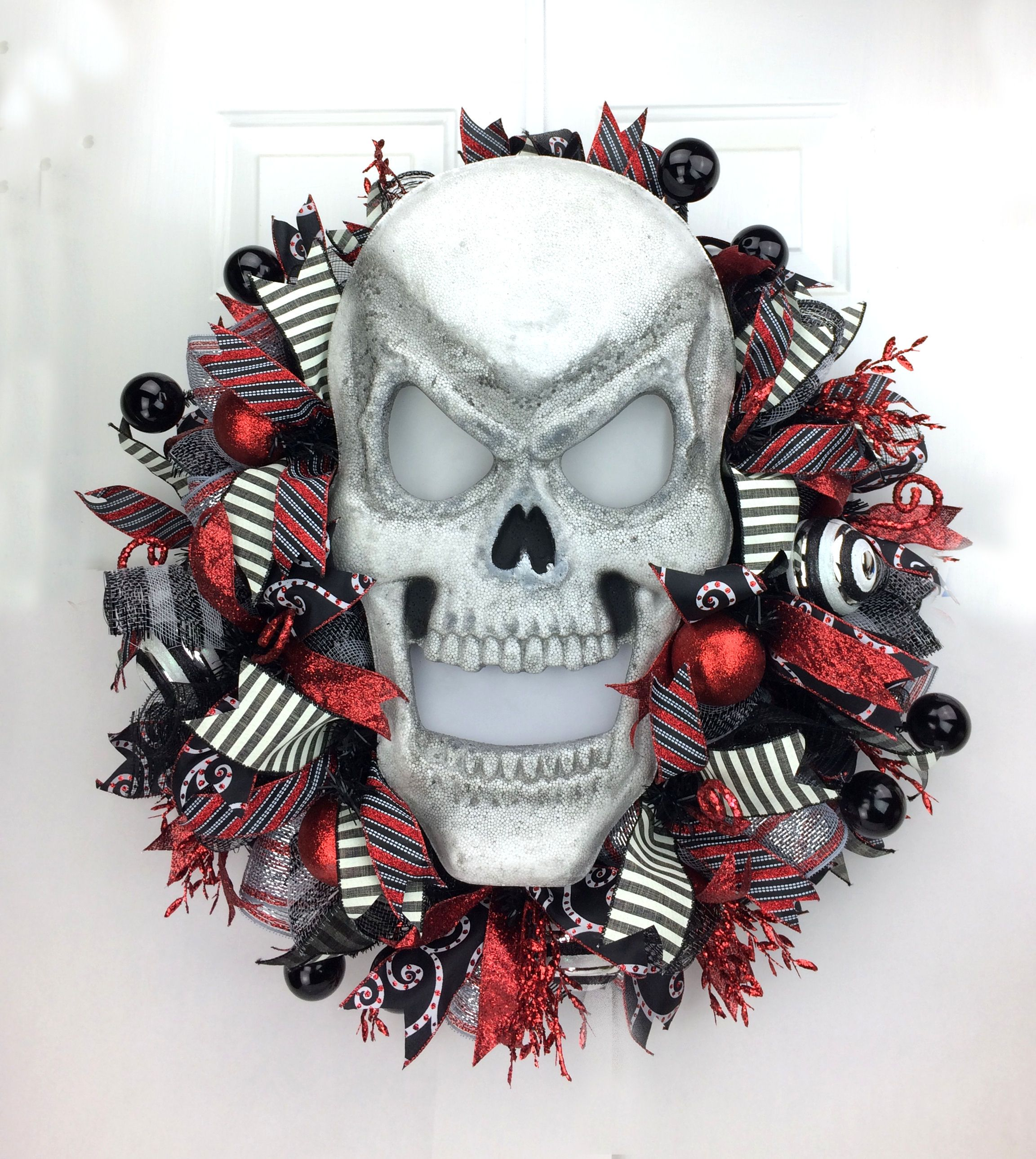 deco mesh halloween wreath with light up skull by wwwsoutherncharmwreathscom - Halloween Deco