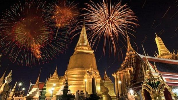 Celebrating Asian New Years Eve 2015 In Thailand Cities Asian New Year New Year Meme Fly To Australia