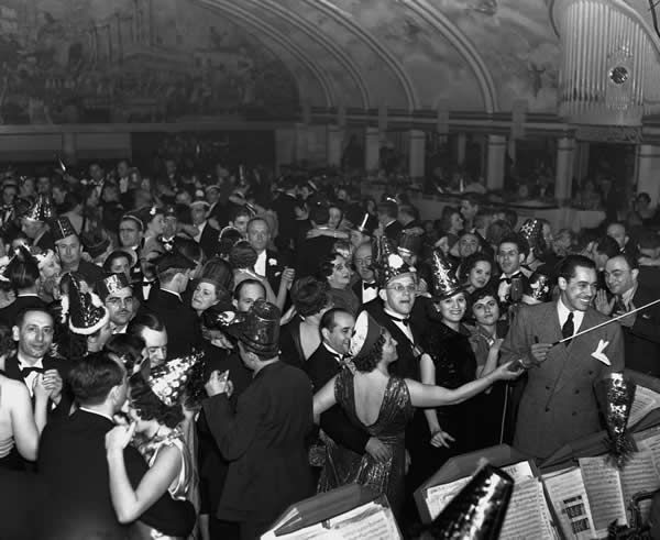 New-Years-Eve-1935-at-the-Cotton-Club-in-Harlem-Music-by-Cab-Calloway.jpg 600×491 pixels