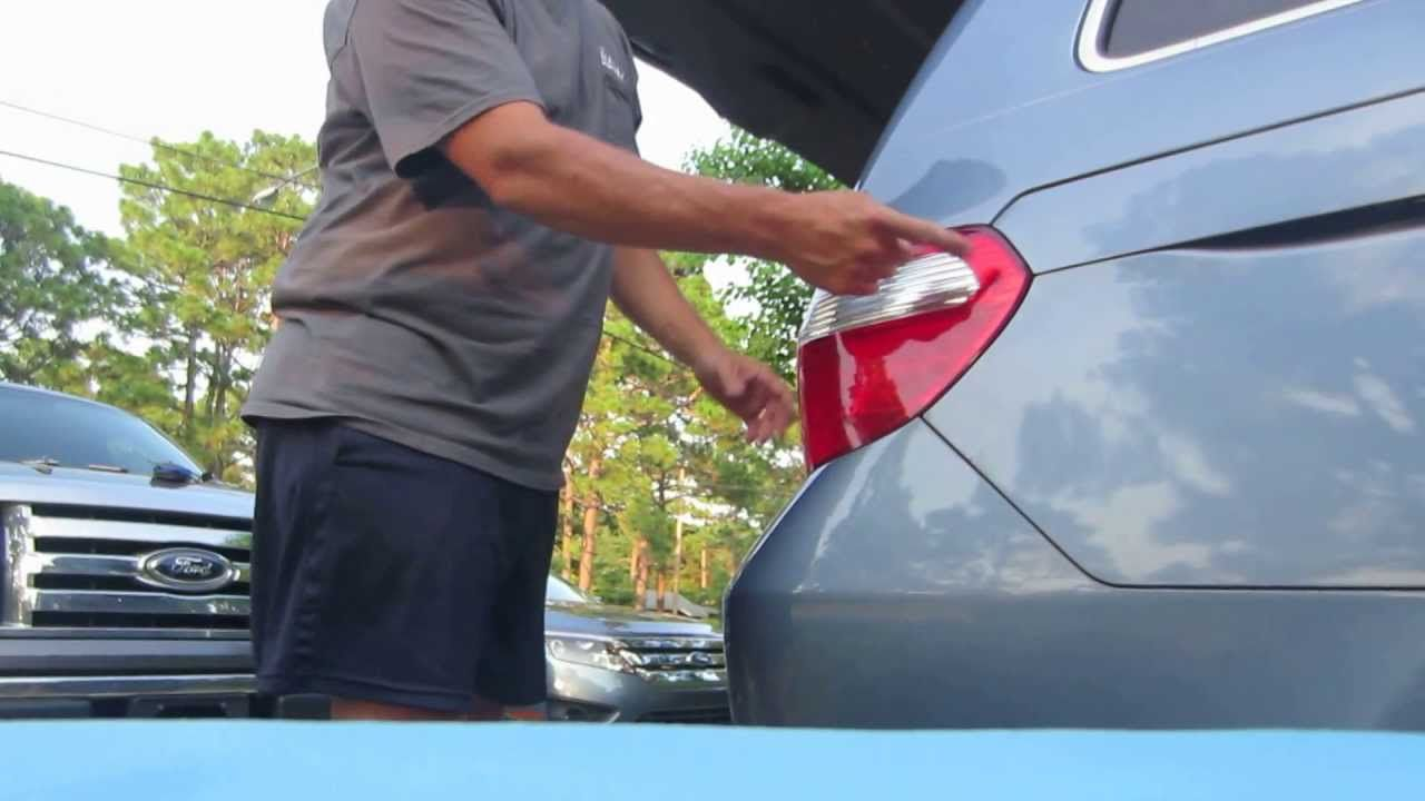 How To Replace The Brake Light Bulb On A 2007 Honda Odyssey