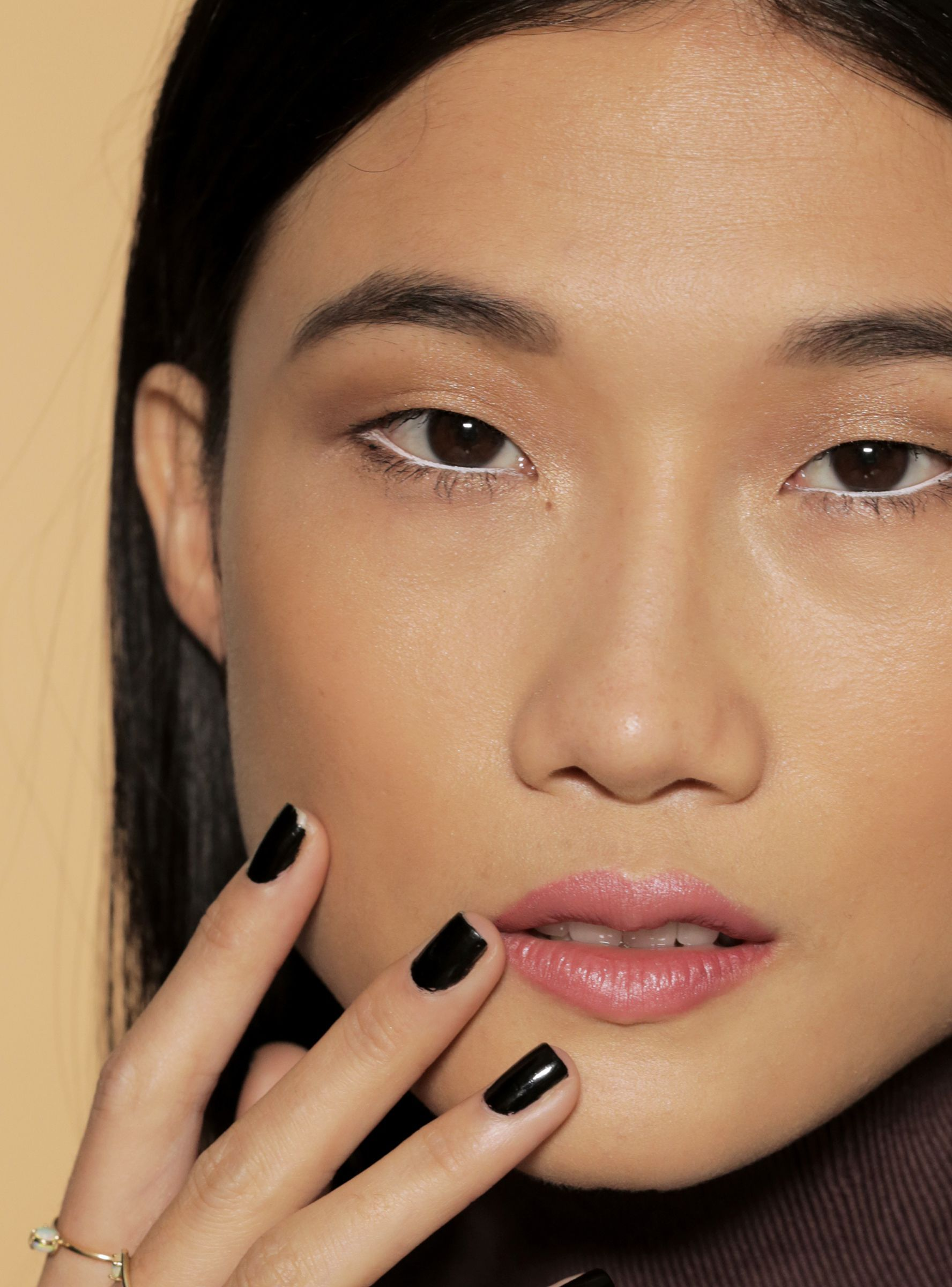This Easy Makeup Trick Will Instantly Wake Up Tired Eyes