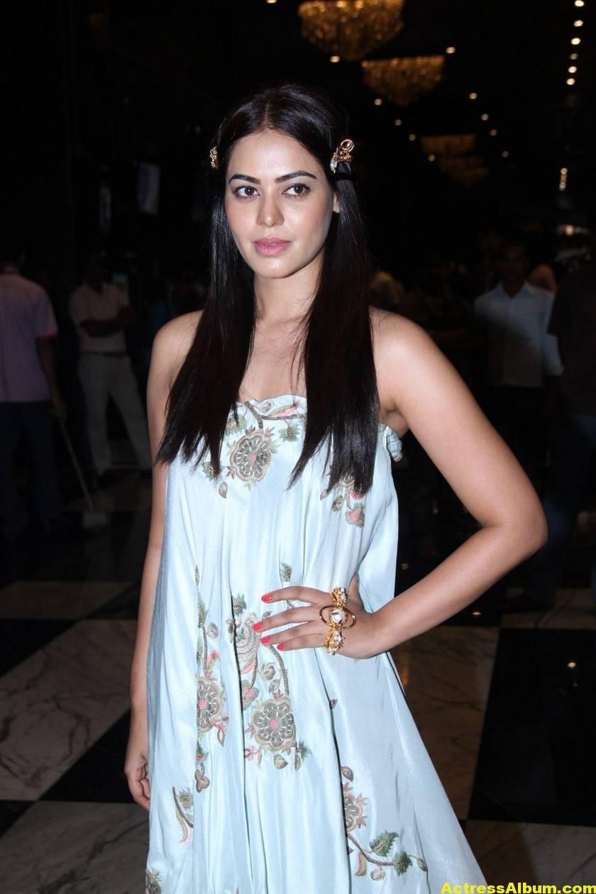 Glamorous Bindu Madhavi Photos In Blue Dress Actress Album