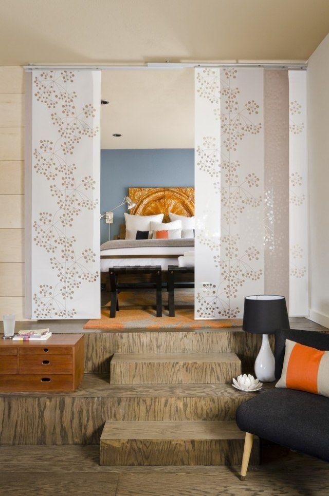 raumteiler schlafzimmer schiebevorhang weiß blumenmotive - raumteiler schlafzimmer ideen
