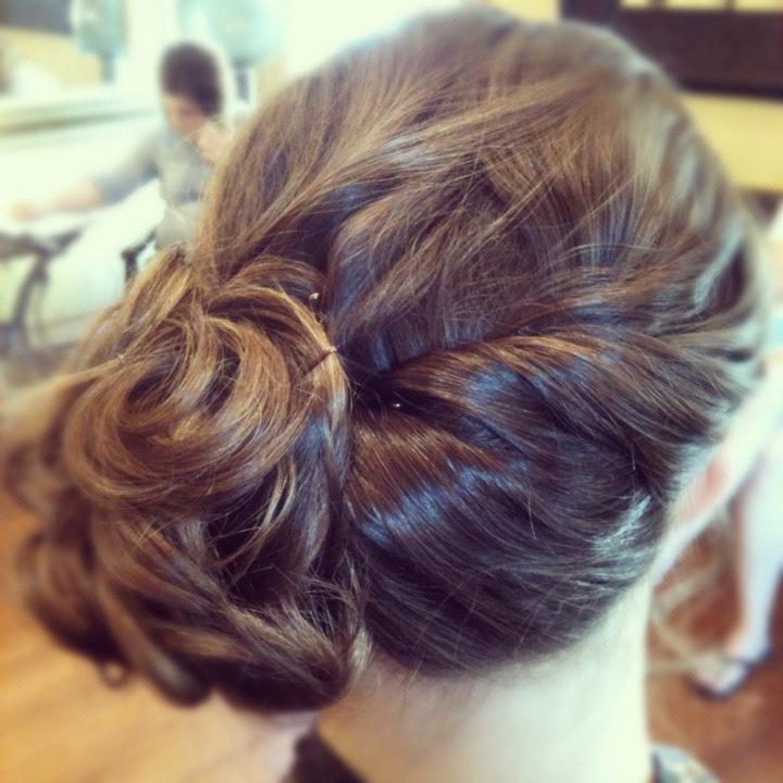 Side swept messy bun   Bridesmaid hair side, Bridesmaid ...