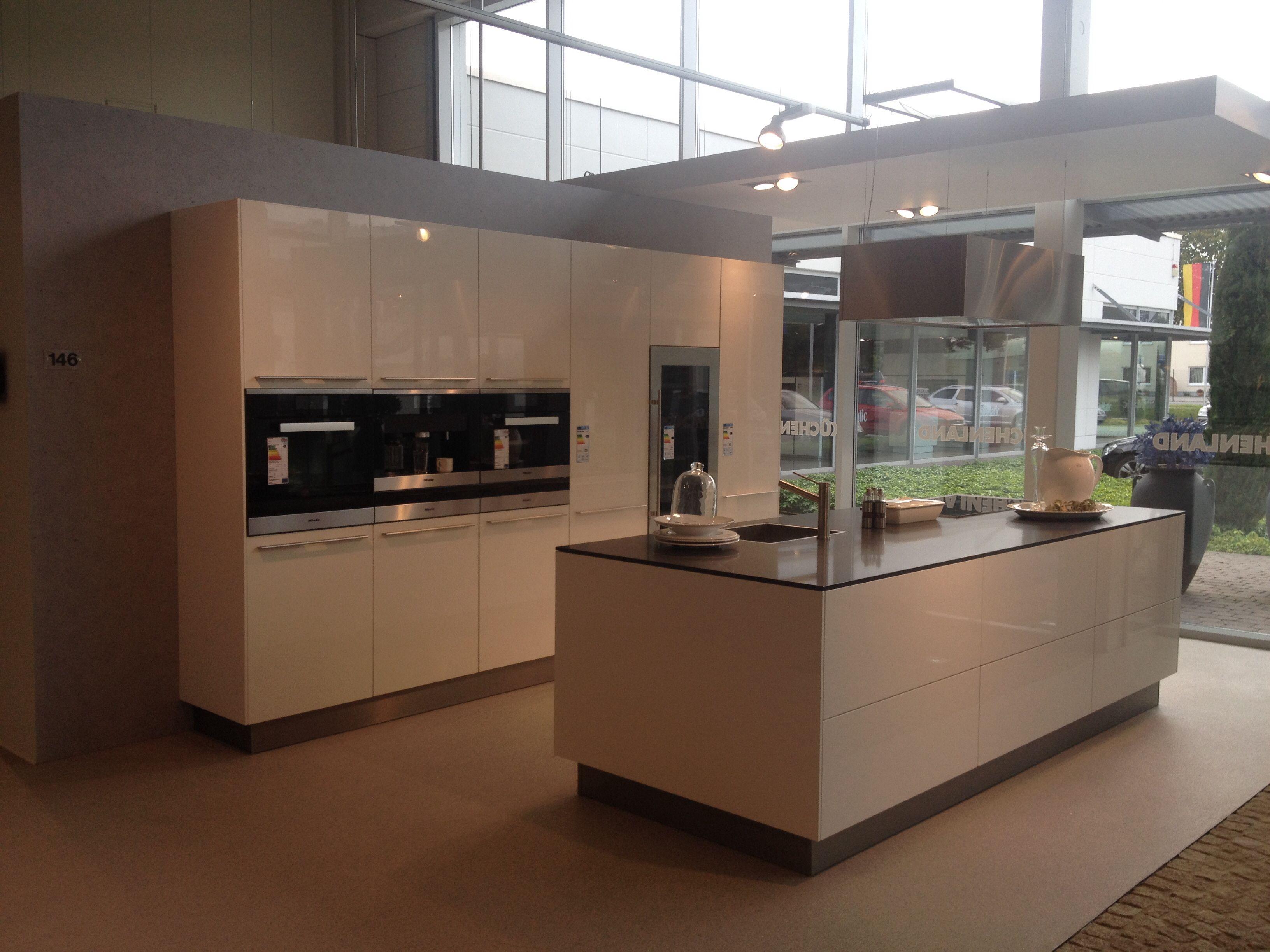 Keuken ekelhoff nordhorn kastenwand met apparatuur en kookeiland