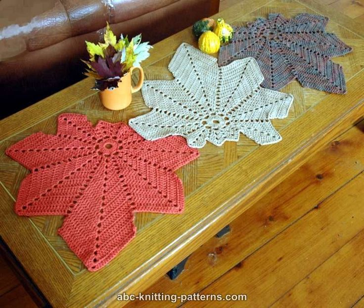Free pattern: Chestnut Leaf Table Runner and Placemats ✿•Teresa ...