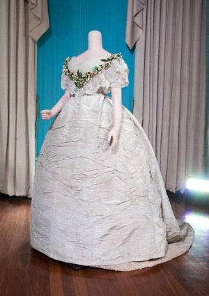 princess of wales wedding dress 1863 big bigger. Black Bedroom Furniture Sets. Home Design Ideas