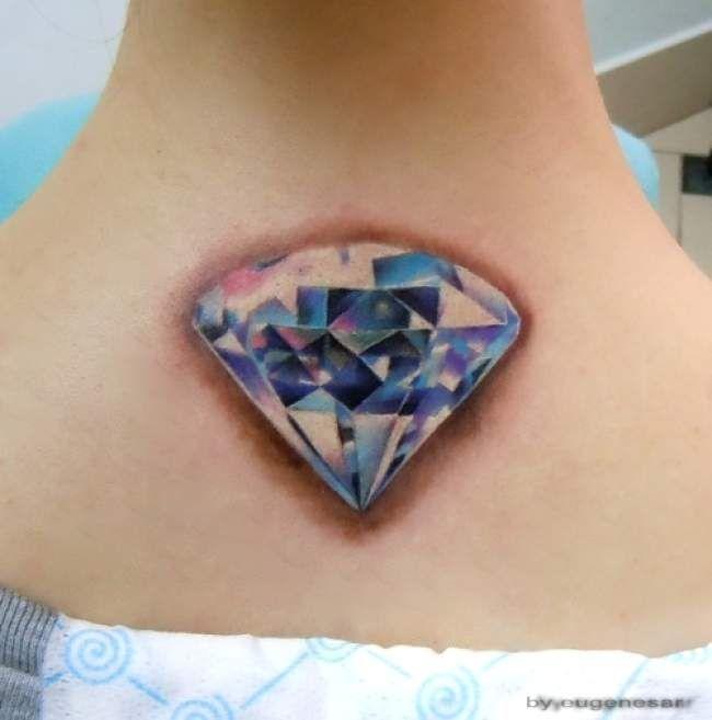 Tatouage De Femme Tatouage Diamant Realiste Sur Nuque Tatouage