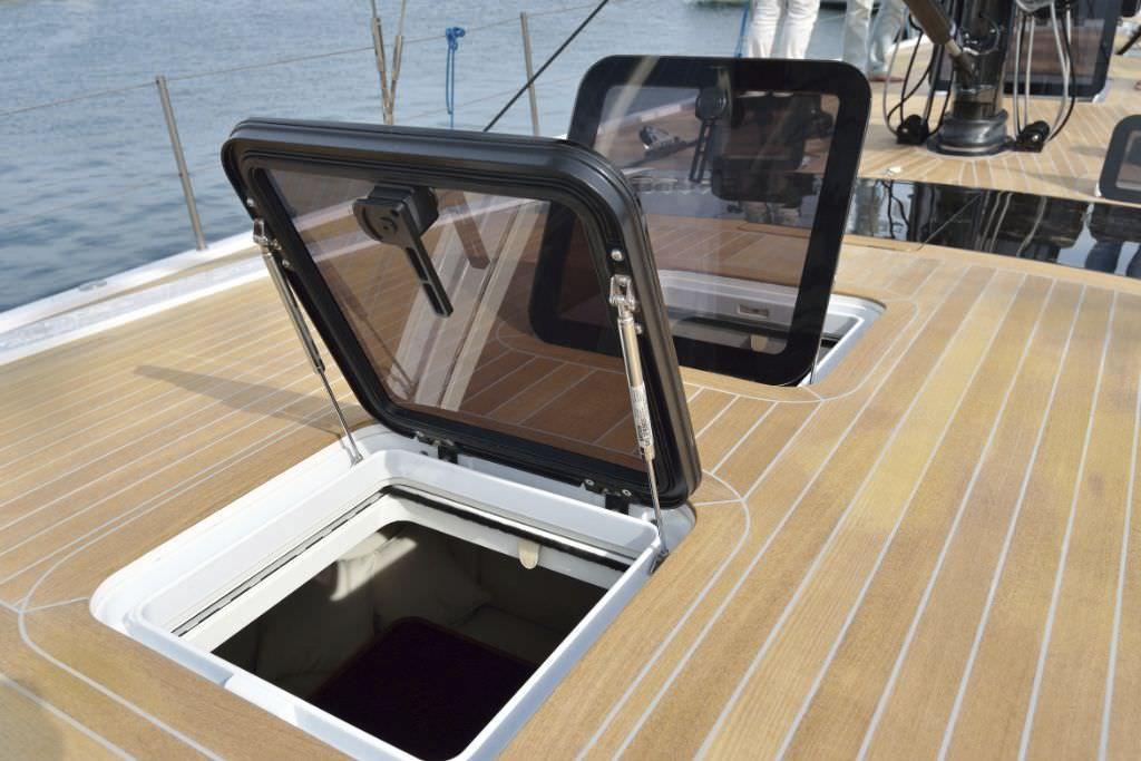 Pontoon boat floor replacement floor matttroy for Replacing boat floor