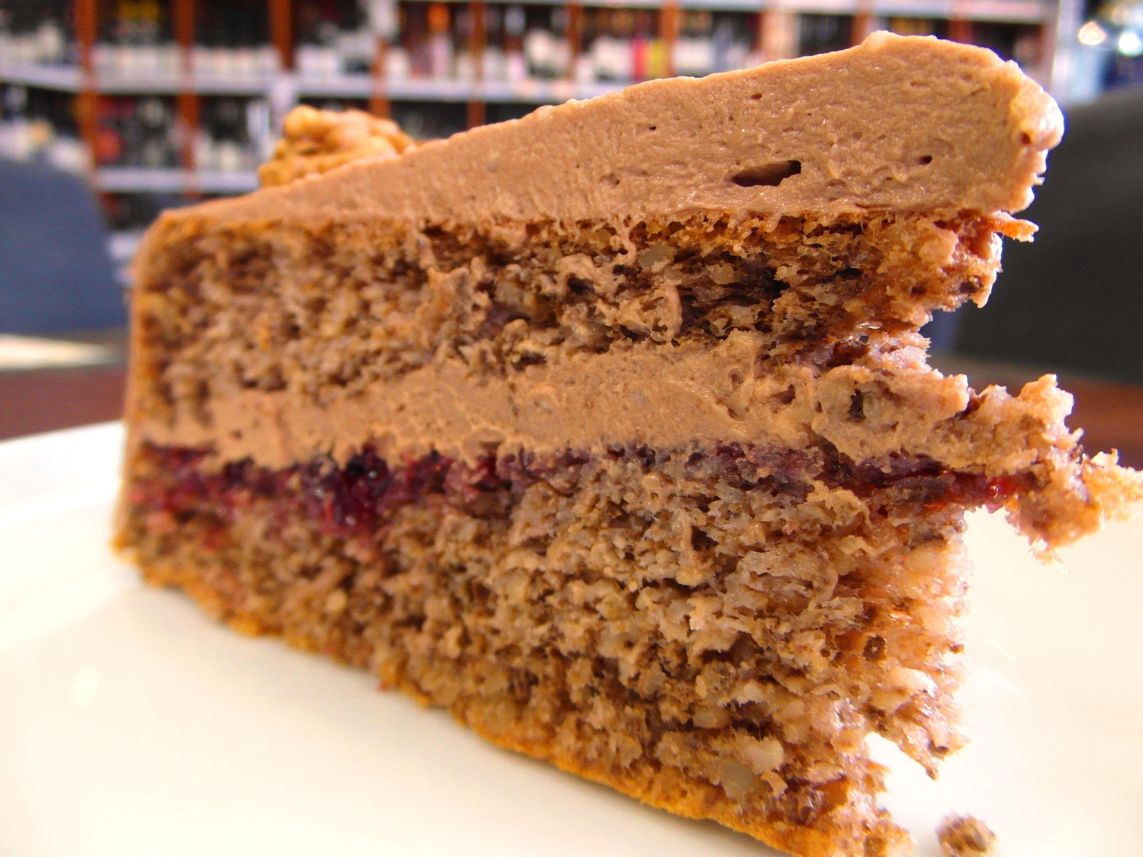 Orechová torta s čokoládovým krémom a džemom - s kávou neopakovateľná ... www.inmedio.sk  #kaviaren #torta #cake #cokolada #chocolate #cappuccino #coffee #coffehouse #coffeeshop #kava #deli #delishop #delikatesy #delikatessen