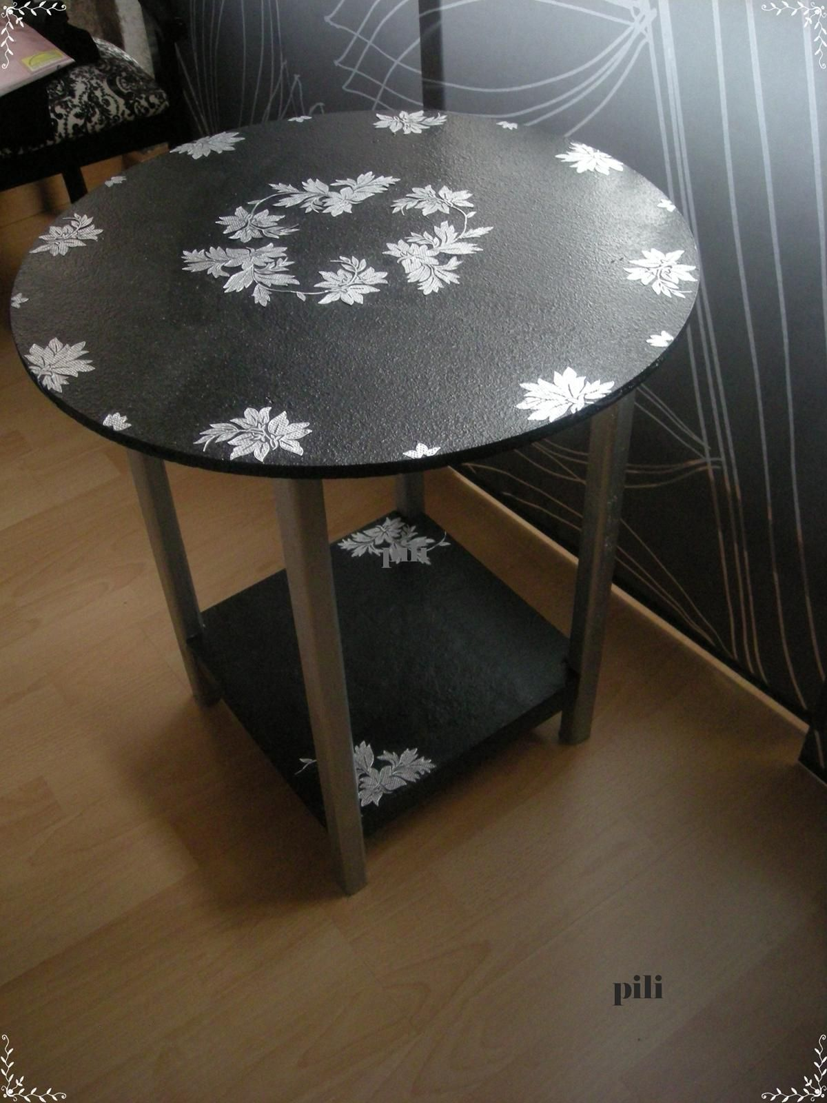 Mis pijadikas noviembre 2012 mesa camilla pintada mesas - Mesa camilla moderna ...