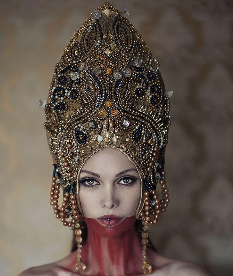my headpiece by fototeam @hellwoman93 & @kiali_kacperl #agnieszkaosipa #headpiece #kokoshnik #headgear #crown #handmade #jewellery #embroidery #ornaments #beads #pearl #crystal #golden #blue #portrait #woman #slavic #beauty #mask #traditional #blood