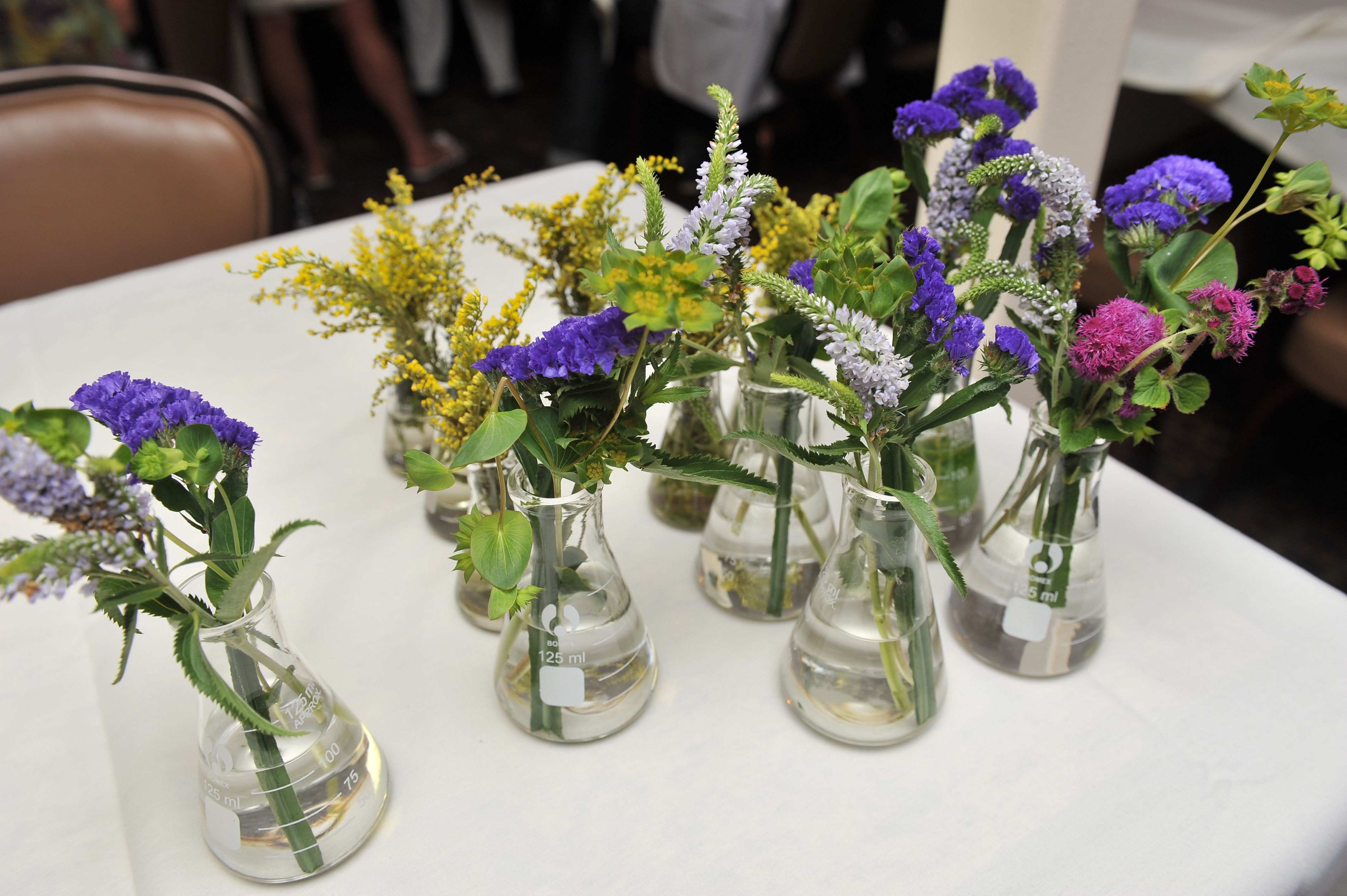 Flowers in erlenmeyer flasks as centerpieces wedding she used beakers for bud vases because collin is a scientist reviewsmspy