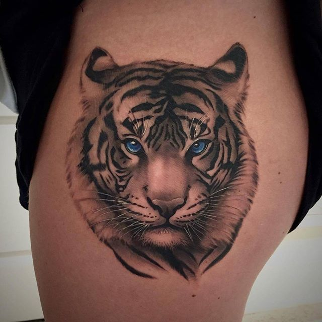 Blue Eyes White Tiger With Guest Artist Jan Jan Is Currently Taking Bookings For Inquiries Call Us At 416 544 0311 Or Em Watch Tattoos Tattoos Tiger Tattoo