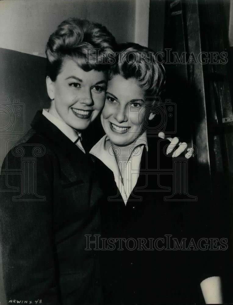 1957 Press Photo Actress Doris Day Ruth Gordon Her Stand In In Julie Doris Day Movies Dory Press Photo