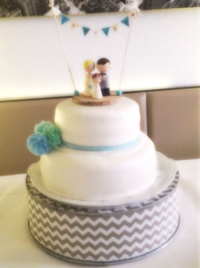 Wedding Cake With Cute Cake Topper Hochzeitstorte Mit Brautpaar Und