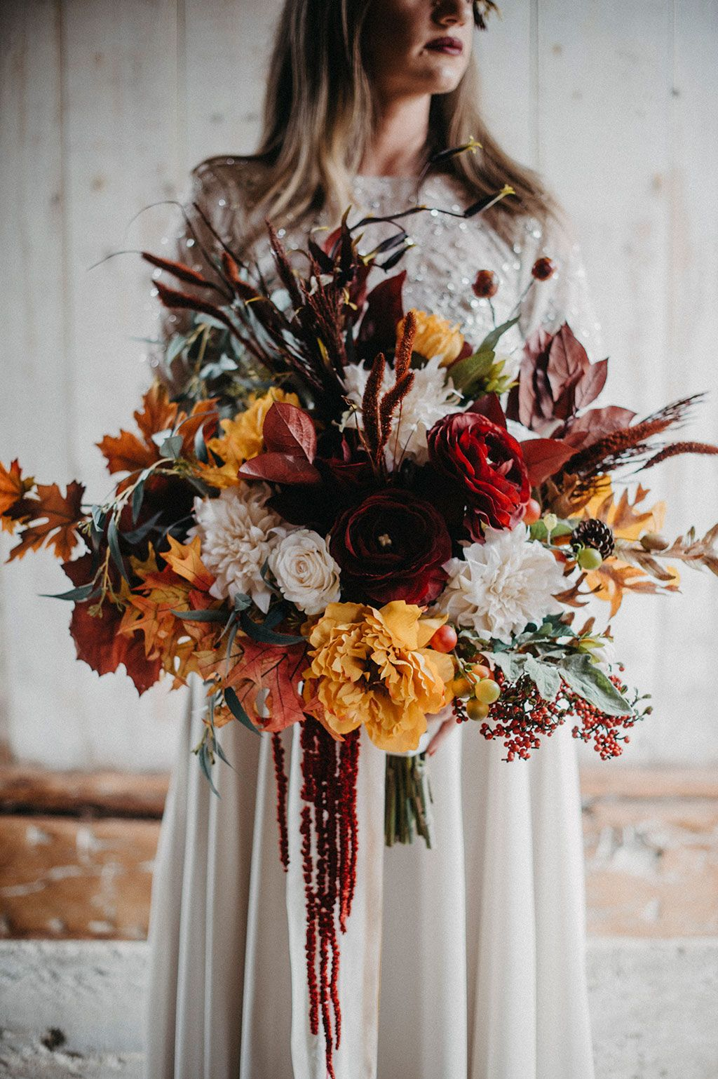 Fall wedding with artificial flowers and dried flowers