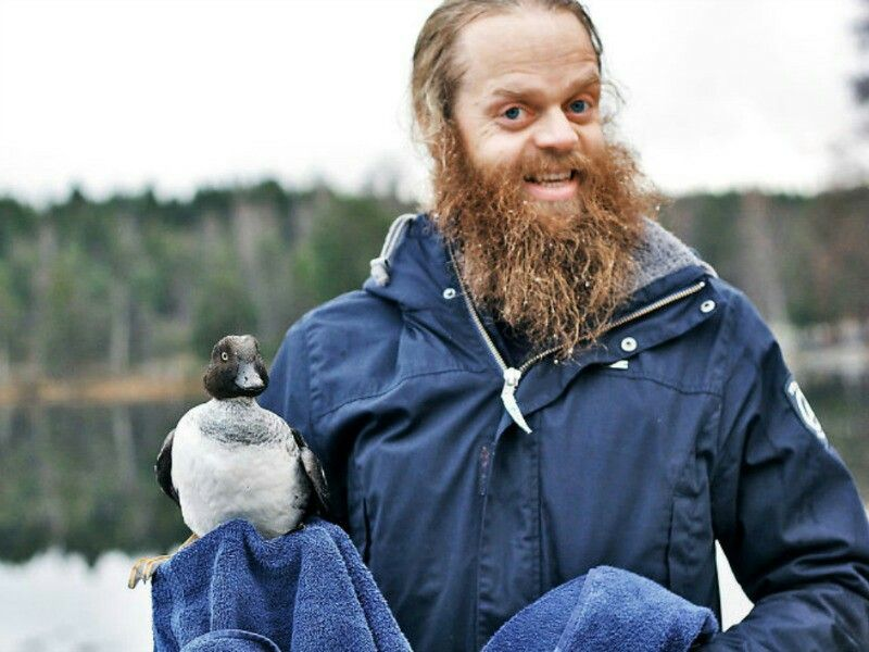 ThIs man jumped into a frozen lake to save a drowning duck.