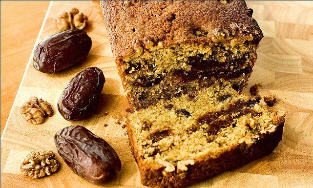 طريقة عمل كيكة التمر بالشوفان بدون بيض Recipe Cake Recipes Date And Walnut Cake Dessert Recipes