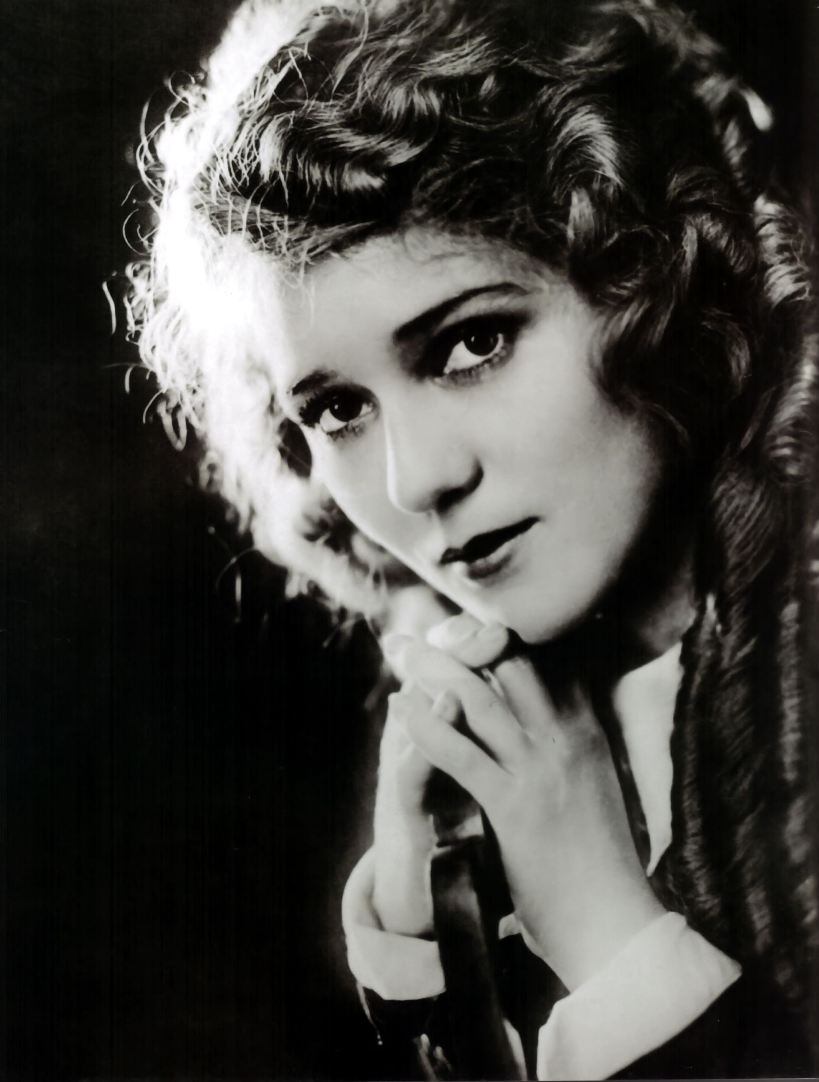 Mary Pickford Biography - Gladys Louise Smith