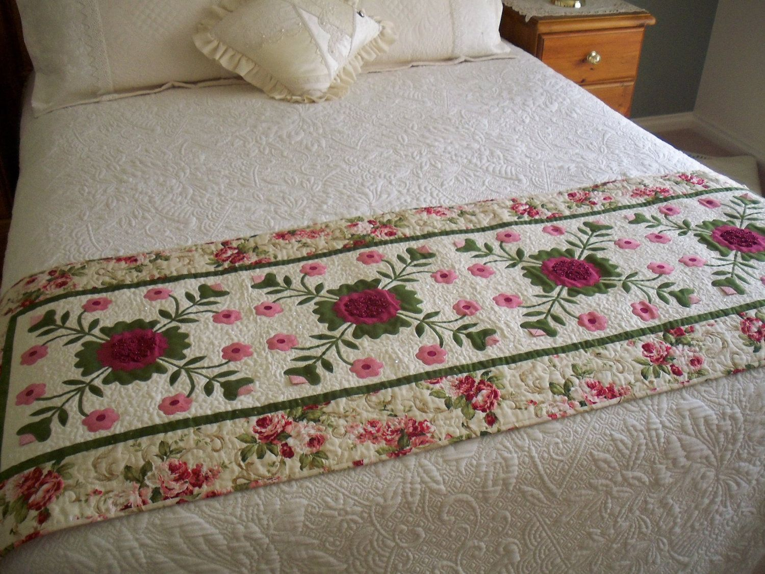 Bed Runner pdf Cranberries & Cream by AnniesQuiltCraft on Etsy   Bed ...