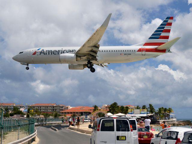 American Airlines B738 (N803NN) landing at St. Maarten FlightAware   American airlines. Airlines. Photo