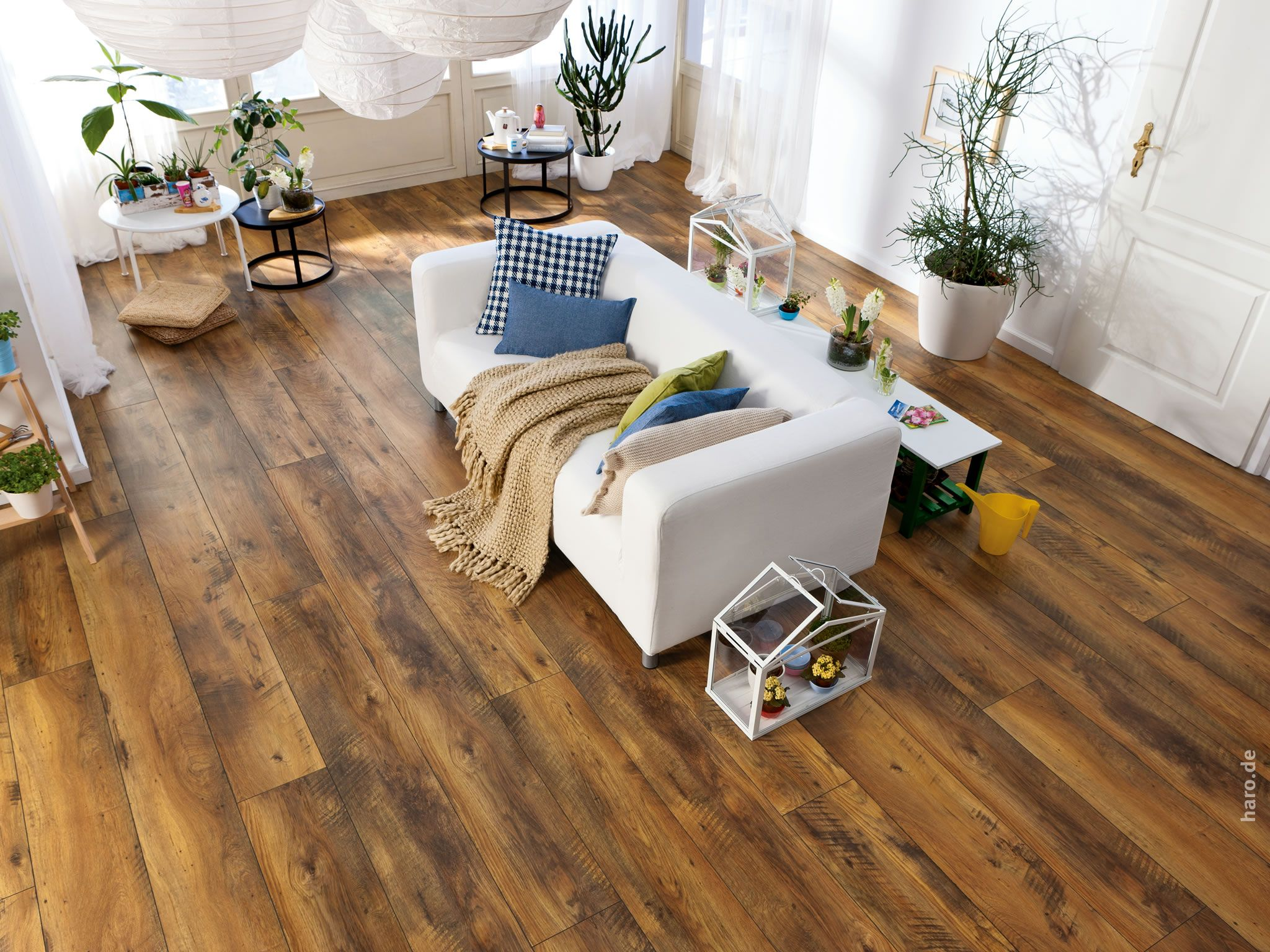 haro tritty 100 gran via 4v eiche altholz strukturiert matt laminate floor laminat. Black Bedroom Furniture Sets. Home Design Ideas