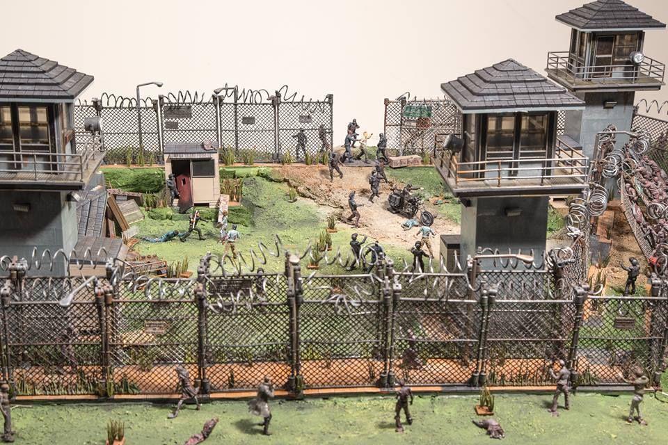 Resultado de imagem para McFarlane The Walking Dead Prison Tower e Gate