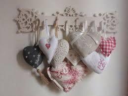 Pleins de petits coeurs pour une seule clef. Donne un petit côté campagne très joli que je verrais bien dans ma cuisine.