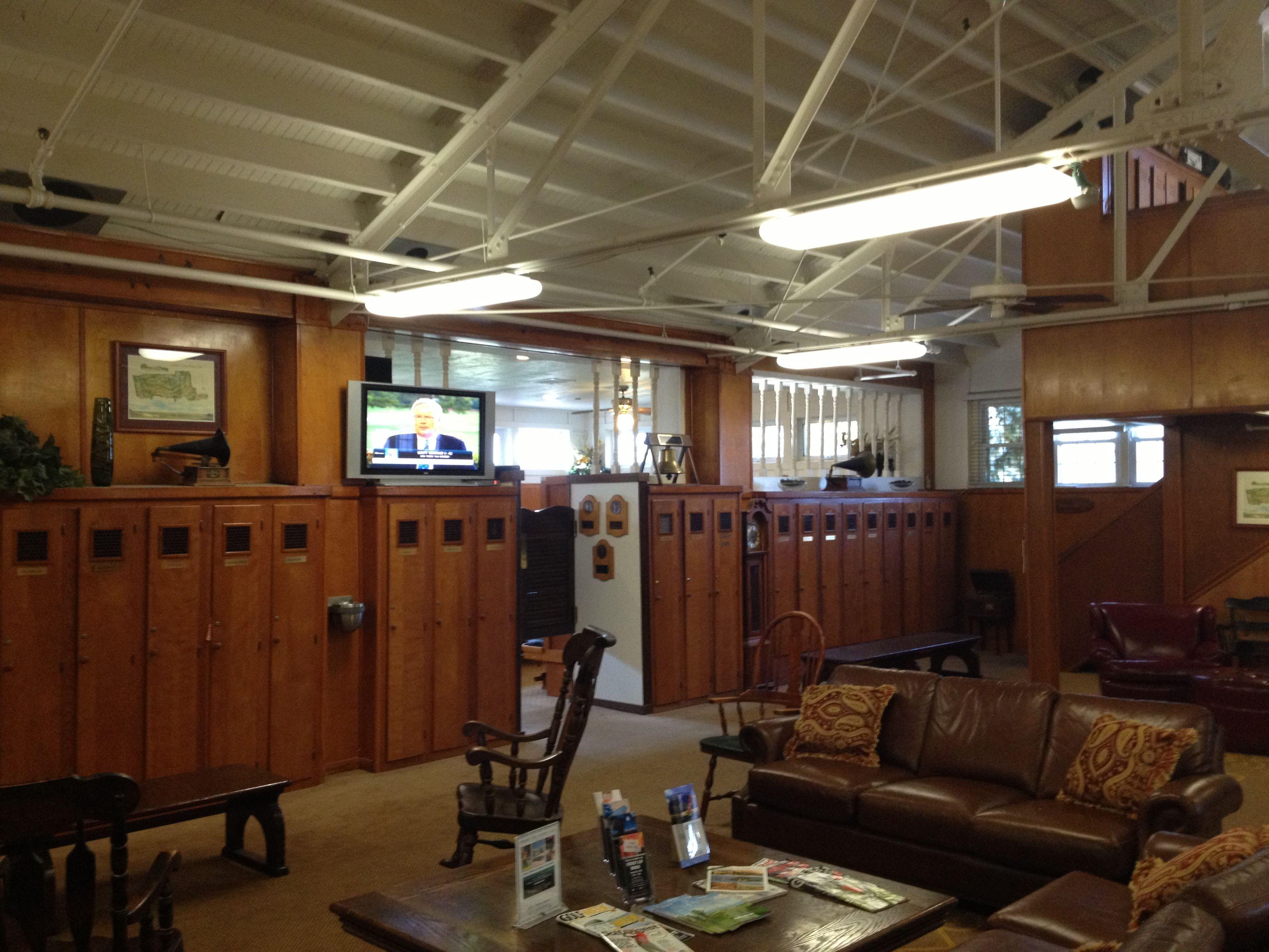 Old School Men\'s Locker Room | Design Ideas | Pinterest | Lockers ...