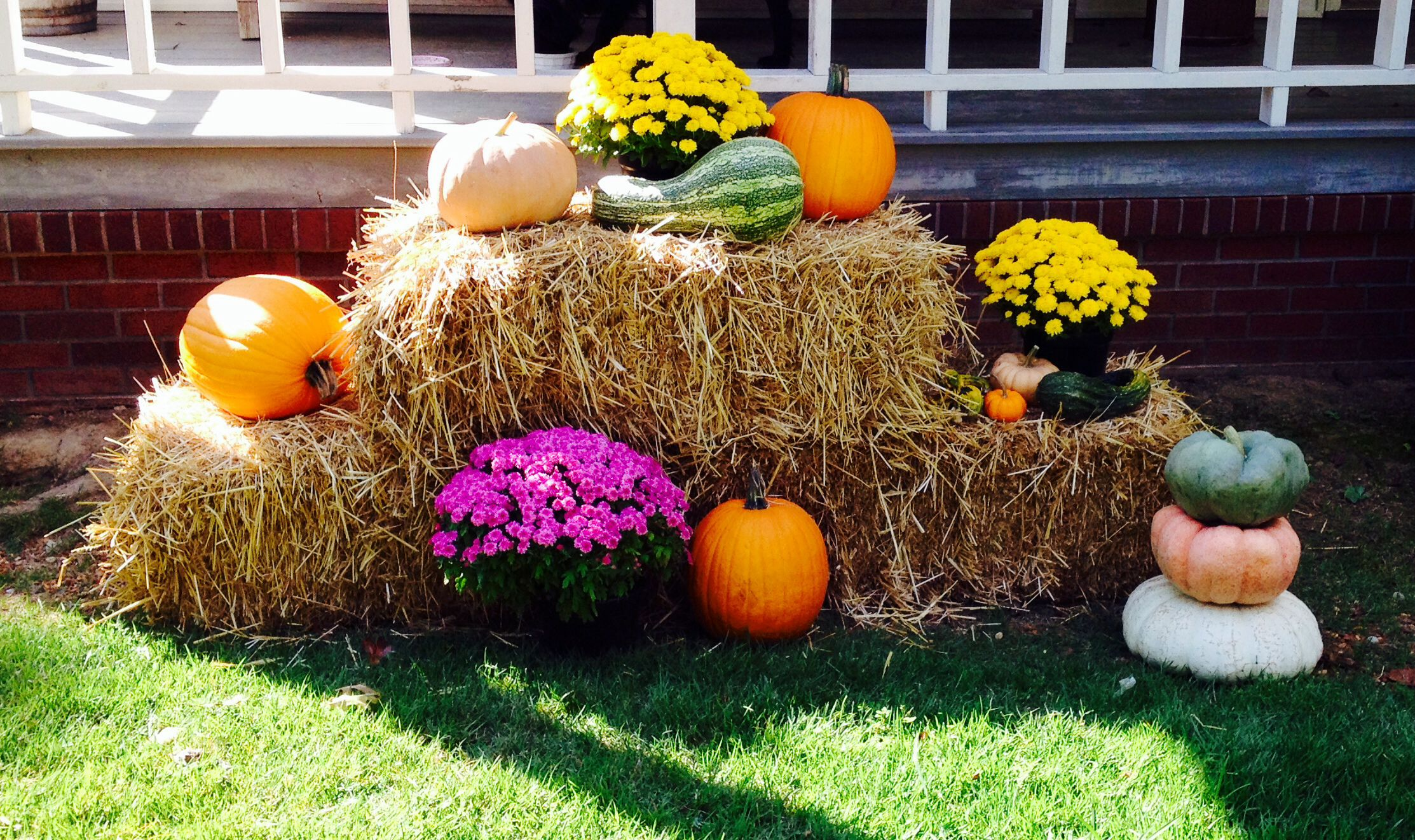 fall harvest decorations outdoors fall decor with hay bales fall yard decor  fall outdoor decor  fall decor with hay bales fall yard