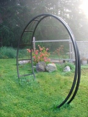 A Nearly Circular Metal Garden Arch With Images Metal Garden